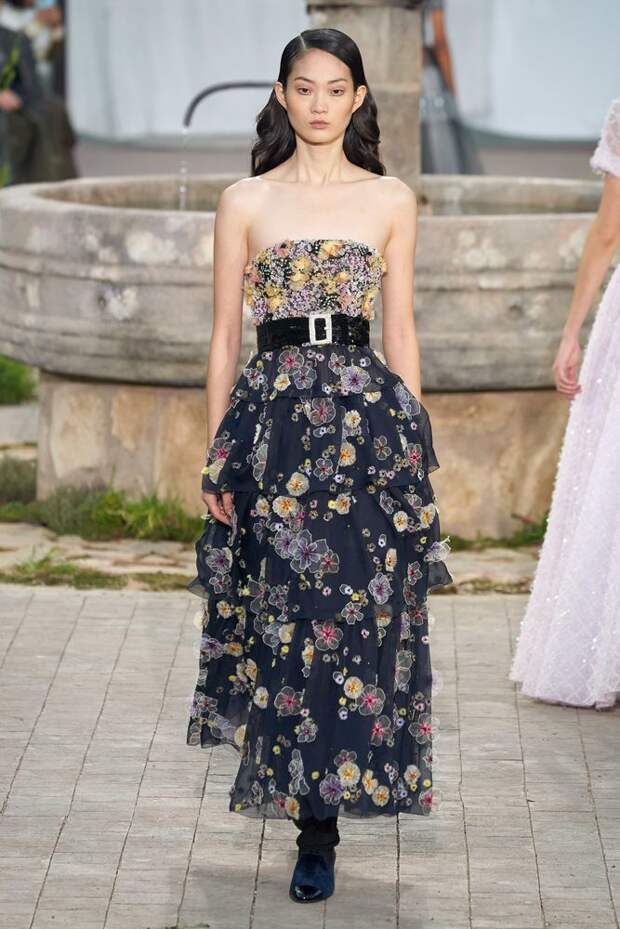 «Школьное» настроение в мире высокой моды: ТОП-30 утончённых образов из новой весенне-летней коллекции Haute Couture Chanel 2020