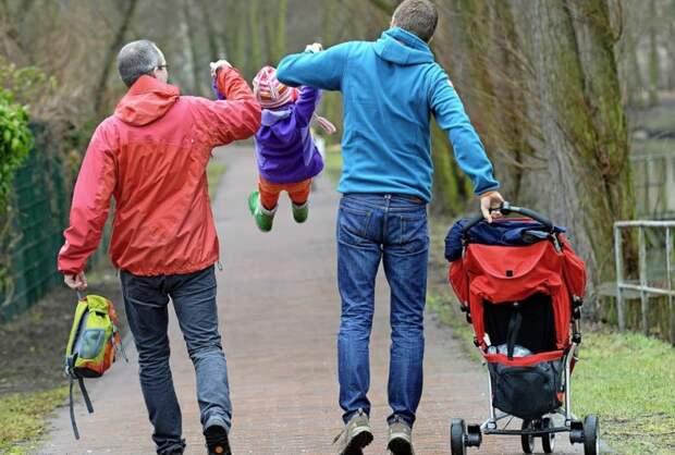 «Мама и тетя»: как растят детей в однополых российских семьях