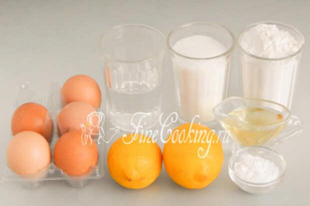 Для приготовления лимонного бисквитного пирога в мультиварке нам понадобятся следующие ингредиенты: мука пшеничная высшего сорта, куриные яйца, сахар-песок, разрыхлитель теста, вода, масло растительное без запаха, а также пара-тройка крупных лимонов