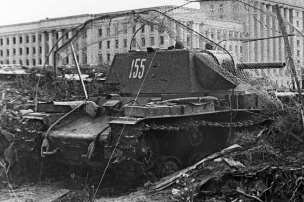 Крепость на гусеницах: как КВ-1 дал бой 75 немецким танкам