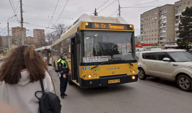Ростовчане снова предпочитают игнорировать масочный режим вавтобусах