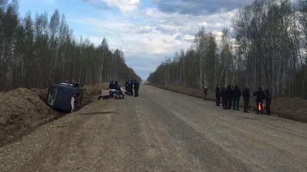 Автобус с вахтовиками перевернулся под Хабаровском