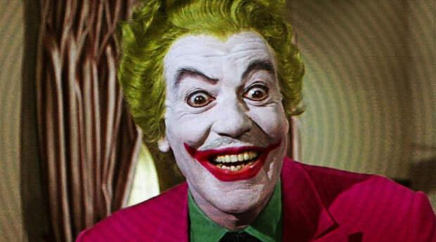 Первым экранным воплощением Джокера стала роль <b>Сизара Ромеро</b> в сериале 1960-х годов. В соответствии с духом времени, он больше похож на коварного магната или телепродюсера, чем на слетевшего с катушек маньяка, а под гримом можно без особых усилий разглядеть усики, совсем не добавляющие образу серьезности.