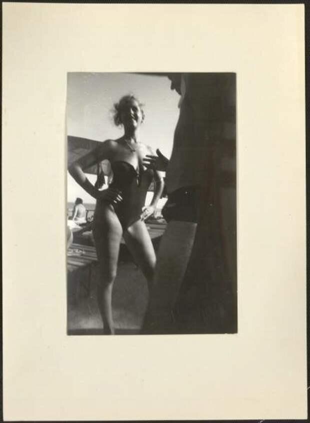 Разговор. Из серии «Южный берег». Юрий Рыбчинский, 1985 год, Крым, г. Ялта, из архива МАММ/МДФ.
