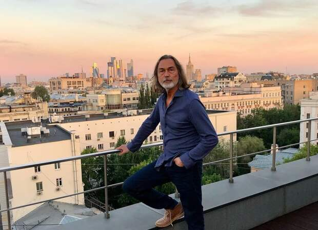 Никас Сафронов рассказал об «унизительном» отпуске в России