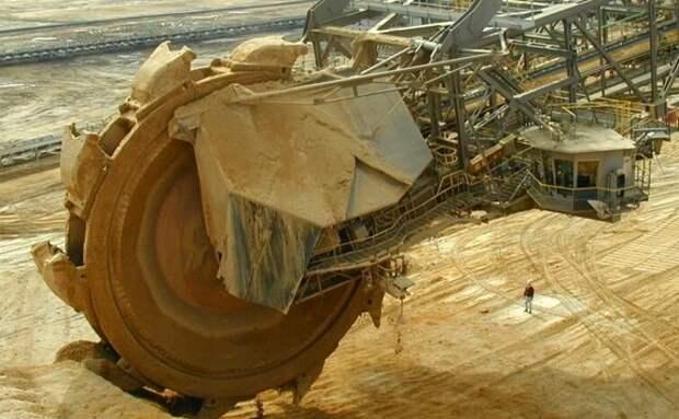 Легендарный экскаватор, похожий на дисковую пилу. Факты о самой большая самоходке в мире высотой с небоскрёб
