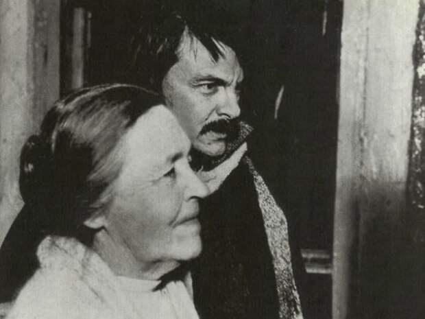 Андрей Тарковский с матерью на съемках фильма | Фото: mif-medyza.ru