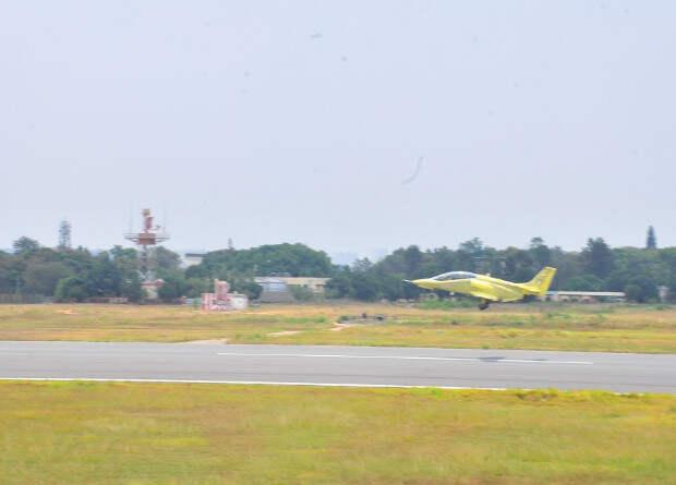 Индийцы возобновили разработку собственного реактивного учебного самолета