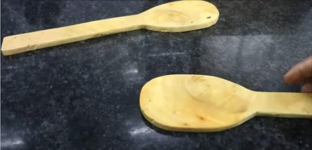 Отличный трюк: почистить рыбу от чешуи поможет деревянная лопатка