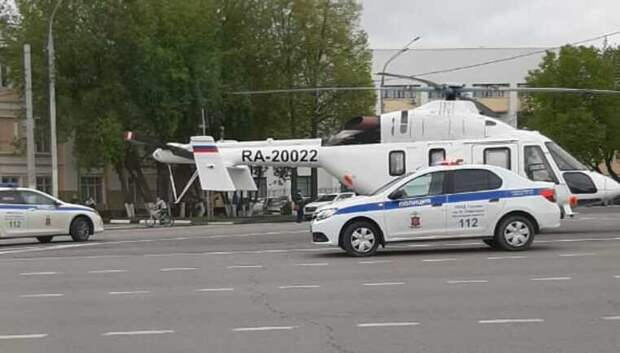 В центре Подольска образовалась пробка после приземления вертолета