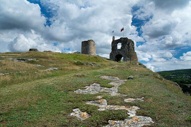 Когда-то Каламиту защищали неприступные башни. /Фото:Alex-math.ru