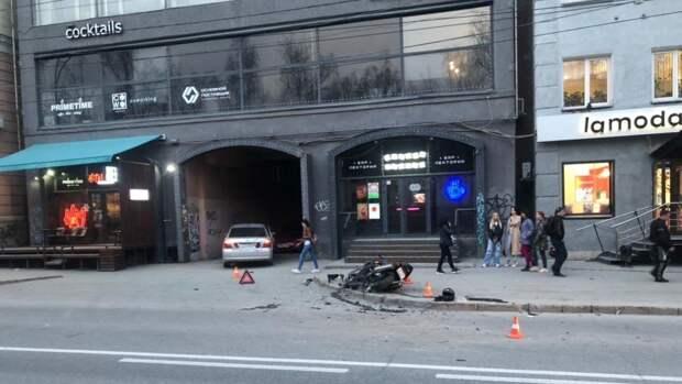 Один мотоциклист погиб и двое пострадали в ДТП за последние сутки в Новосибирске