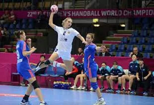 Даже судьи помочь не в силах. Чемпионки России победили на родине ручного мяча - в Дании