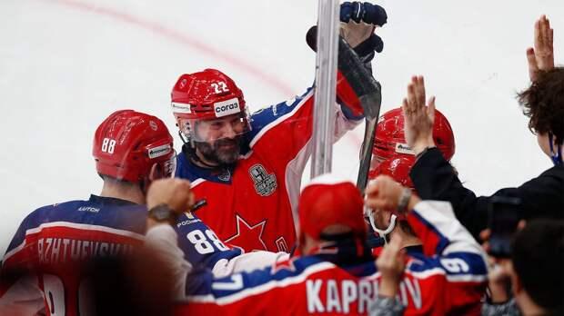 Играл с Малкиным, а из «Авангарда» его убрали из-за тренера. В финале за ЦСКА играет омская легенда Попов