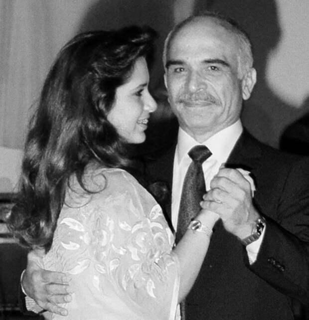 Принцесса Хайя с отцом. / Фото: www.instagram.com