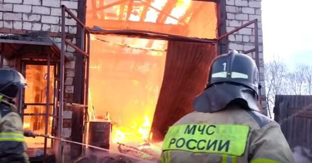 Угольный цех под Иркутском тушили водой из озера