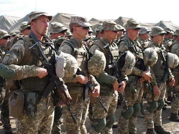 НАТО наступает: Россию провоцируют сразу с двух направлений