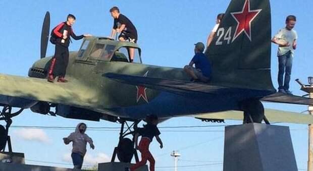 В Новороссийске дети-вандалы осквернили военный мемориал