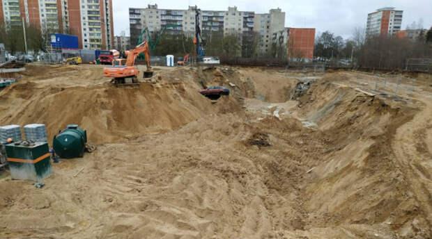 Это жестоко! Посмотрите, как обошлись в Вильнюсе с автомобилями, мешавшими стройке