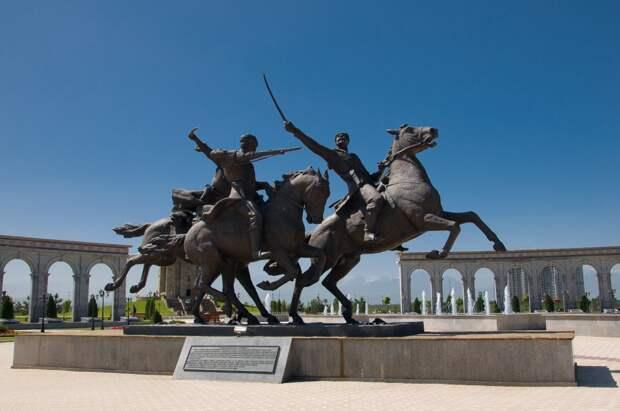 Памятник Дикой дивизии.jpg