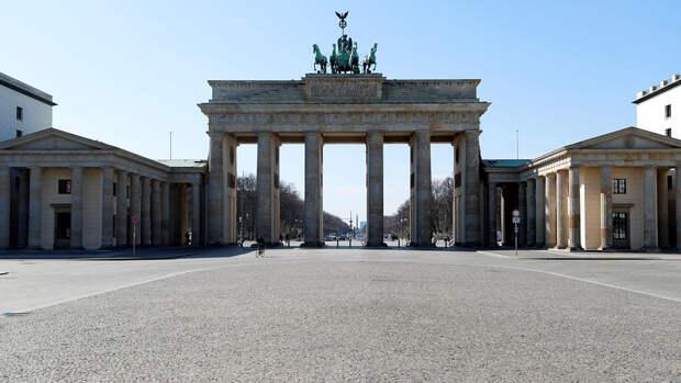 Около 20 тысяч человек вышли на акцию против карантина в Берлине