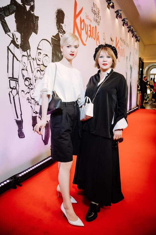 Неэкологичная мода: Настасья Самбурская, Елена Валюшкина и Алёна Водонаева