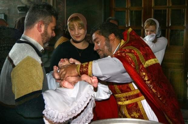 Жанны и Джоны теперь могут креститься под своими именами и в России