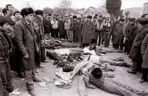 Жертвы погромов. / Фото: azeri.lv