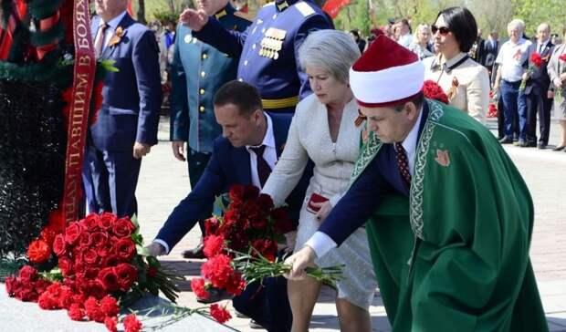 Накануне Дня Победы в Оренбурге возложили цветы к Вечному огню