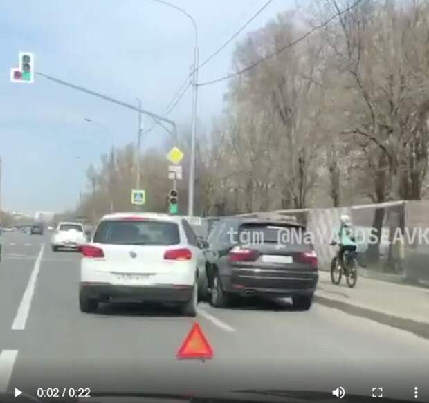 Водитель при перестроении врезался в автомобиль на Северном бульваре