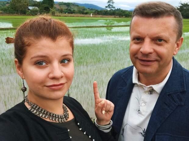 Как сейчас живёт дочка известного журналиста и ведущего Леонида Парфёнова-Мария, страдающая дислексией?