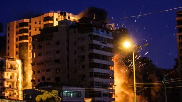 Израильские военные атаковали три дома командиров ХАМАС в секторе Газа