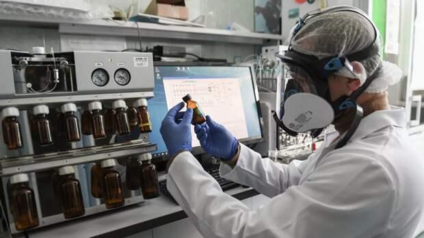 Вакцина центра Чумакова может поступить в гражданский оборот в марте