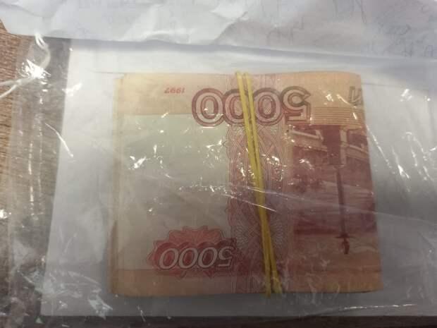 В Симферополе арестовали преподавателя вуза за получения взятки в 200 тысяч рублей
