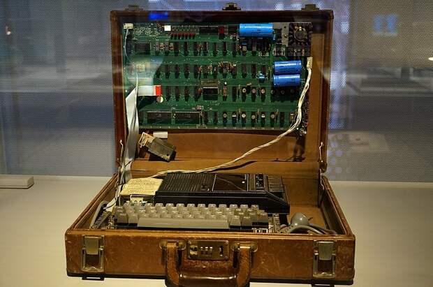 Первые гаджеты в истории компаний: Samsung, Apple, Sony, Xiaomi, Motorola