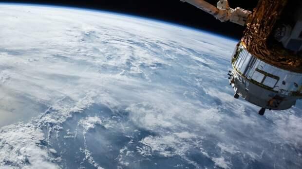 Российские космонавты возвращаются на Землю с МКС