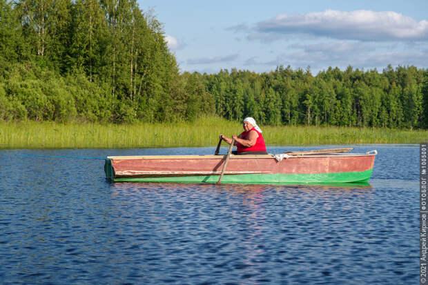 И будет ловить рыбу на ужин, сажать огород, топить печку... До самого своего финала, просто не зная никакой другой жизни