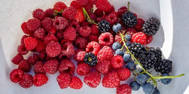Виноград для молодости, малина от ожирения: врач назвала наиболее полезные продукты
