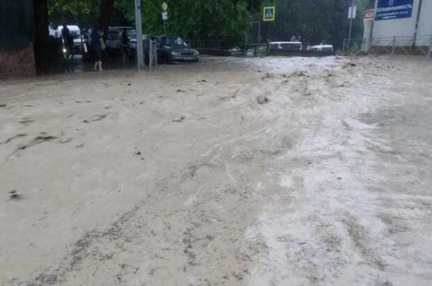 Число пропавших после ливней в Ялте выросло до двух