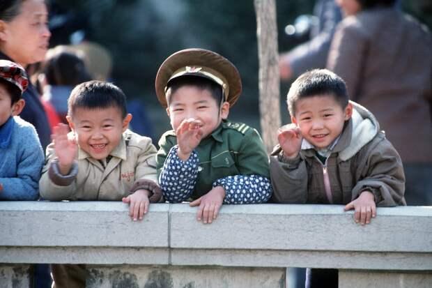 В Китае семьям разрешили иметь троих детей