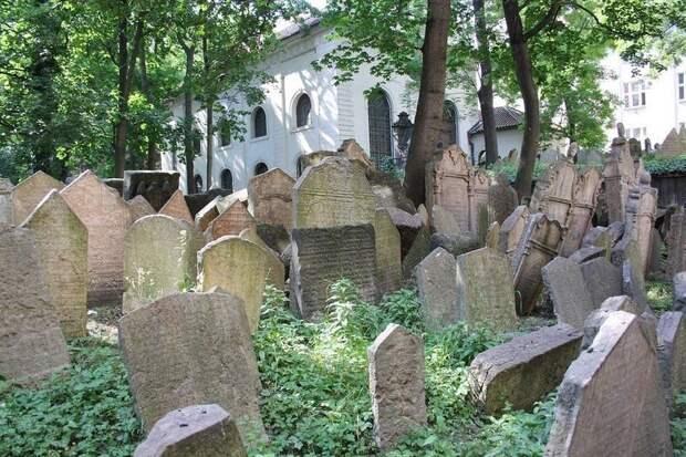 Многослойное еврейское кладбище в Праге