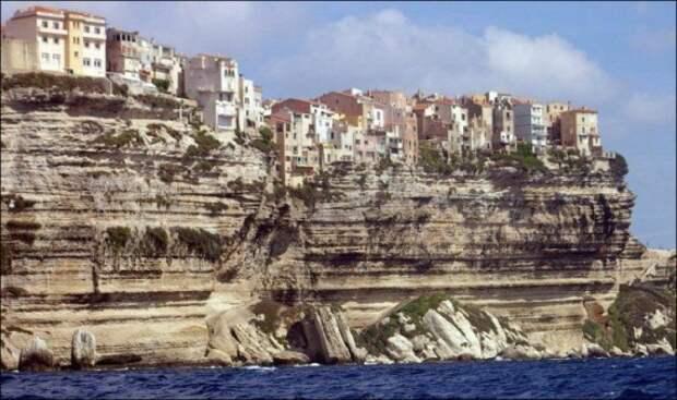 Головокружительная подборка домов на краю обрыва со всего мира