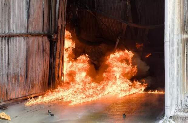 Борьба с огненной стихией на Каля Басарабией (ФОТО)