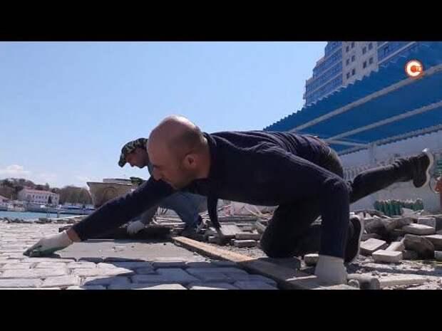 На пляже Хрустальном укладывают покрытие по новой технологии (СЮЖЕТ)