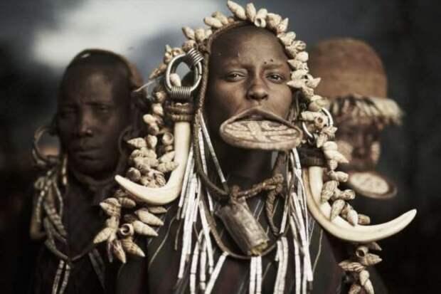 Грязевые, древесные и водные люди — как живут самые загадочные племена (4 фото + видео)