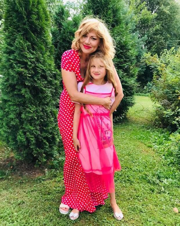 Одно лицо: Елена Бирюкова опубликовала фотографии с 9-летней дочерью