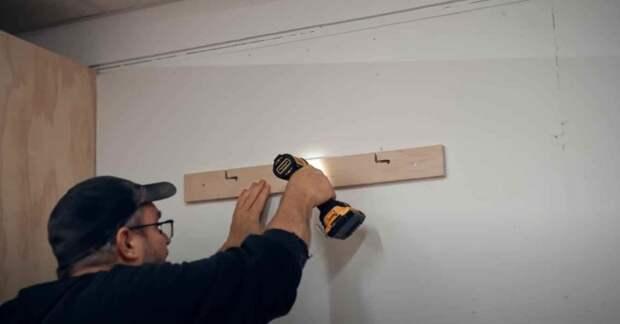 Очень простой и бюджетный способ крепления телевизора на стену