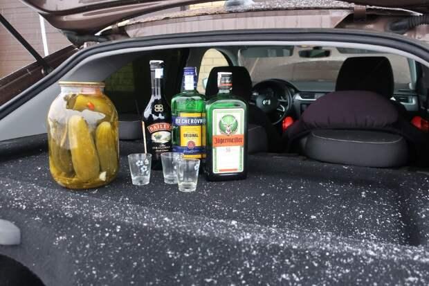 распитие спиртного в припаркованном автомобиле