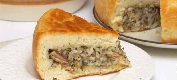рыбный пирог с рисом из дрожжевого теста