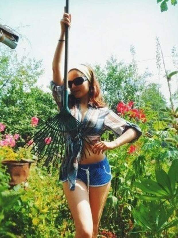 9. дача, дачница, девушка, лейка, лето, огород, отдых, природа